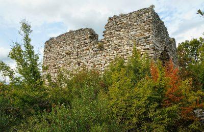 Една от най-запазените средновековни крепости се намира в Ивайловградско